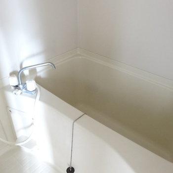 お風呂はふつうかな。掃除がしやすそう。(※写真は3階の同間取り別部屋のものです)