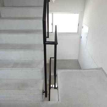 階段です。3階までがんばって!