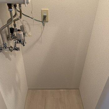 キッチン横には洗濯機置場も。