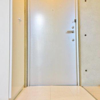 玄関の段差がほぼゼロ。(※写真は2階の同間取り別部屋のものです)