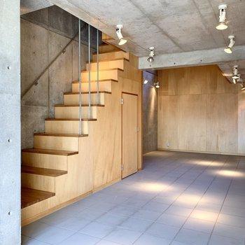 【B1】おや、階段下の扉は?