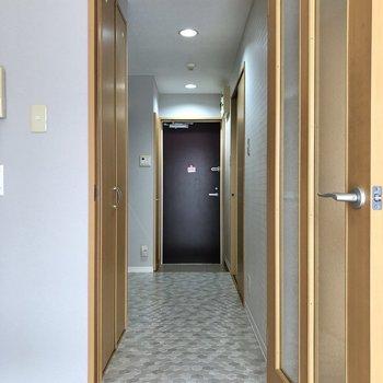 廊下に出ると雰囲気がガラッと変わりますね。