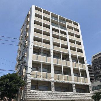 大通り沿いのマンション、1階は薬局です!