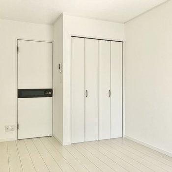 家具の配置は困らなそう。※写真は1階の同間取り別部屋のものです