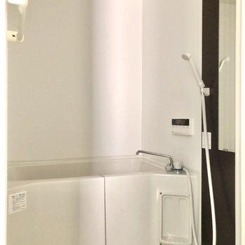 シャンプーラック2段分備え付き。※写真は1階の同間取り別部屋のものです