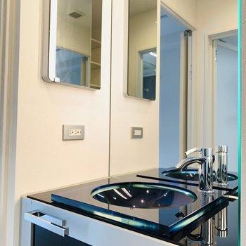 洗面所は少しゴージャス、早く暮らしたい!(※写真は1階の同間取り別部屋のものです)