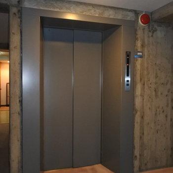 エレベーターもあるので重たい荷物も安心◎