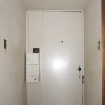 【工事前】玄関にはポストもついてます