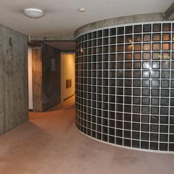 2階の廊下も広々としてますね