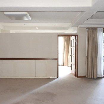 【工事前】奥の部屋から光が差し込みます