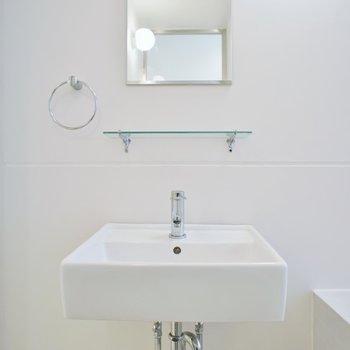 シンプルな独立洗面(※写真は4階同間取り別部屋のものです)