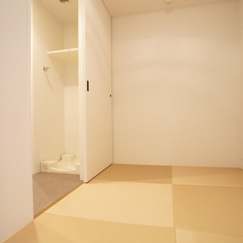 【ストレージルーム】モダンな畳がいいですね!憩いの場としても使えそう。