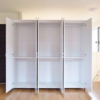 洋室①】収納BOXを使って細かく分けたいですね。