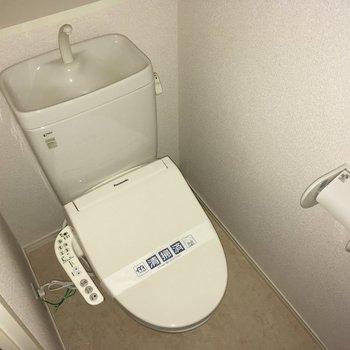 トイレはウォシュレット付き!(※写真は14階の同間取り別部屋のものです)