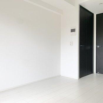 クローゼットはドア横にあります。※写真は2階の同間取り別部屋のものです