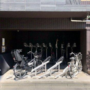 自転車で海沿いをサイクリングなんていかがでしょうか。