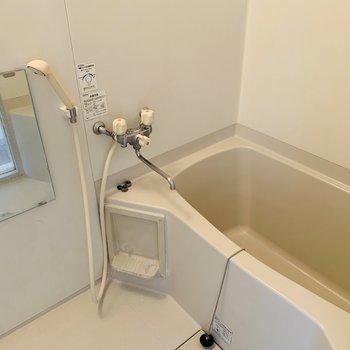 浴室もシンプルなホワイト