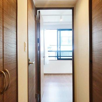 玄関からの眺め。ここから新生活のスタートを◎※写真は別部屋のものです
