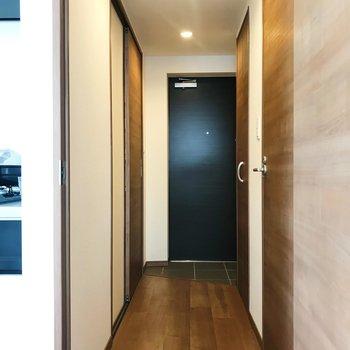 廊下へ出まして、※写真は別部屋のものです