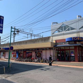 駅直結でスーパーやコンビニ、パン屋さんなどもあります。
