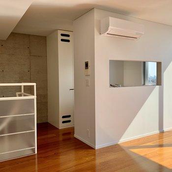 【上階】キッチン周りを見てきましょう。