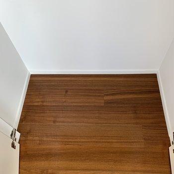 【下階】奥行きはこれくらい。