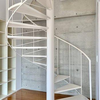 【下階】くるっと上っていきましょう。