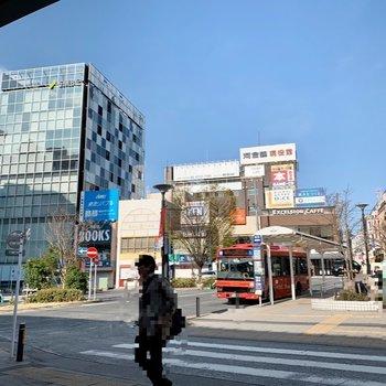 自由が丘駅周辺は様々なお店が立ち並び、賑やかです。