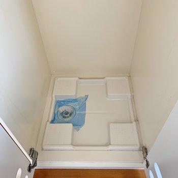【上階】パカっ!洗濯機置き場でした。