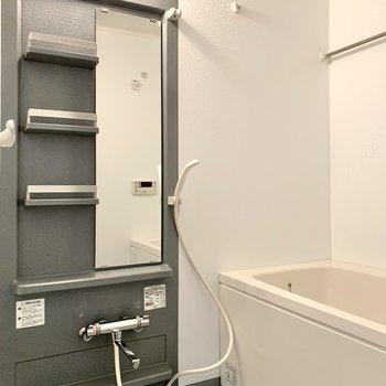 【下階】ゆったりとしたバスルーム。浴室乾燥機付きです。
