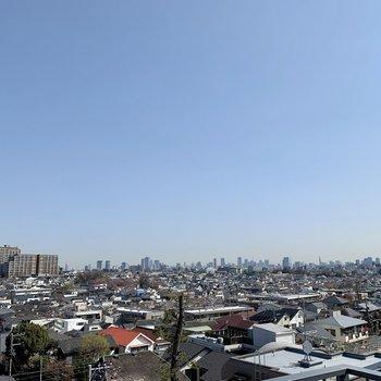 【上階】サイドはもっと広けています。東京を一望できますね。