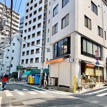 神泉駅周辺はスーパーや飲食店がいくつか。帰りに立ち寄れますね。