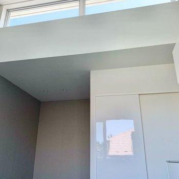 【LDK8.3帖】高窓がお部屋の明るさを引き上げています。