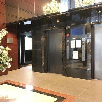 エレベーターは2基ありますよ。