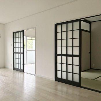隣に洋室と和室が1部屋ずつ。
