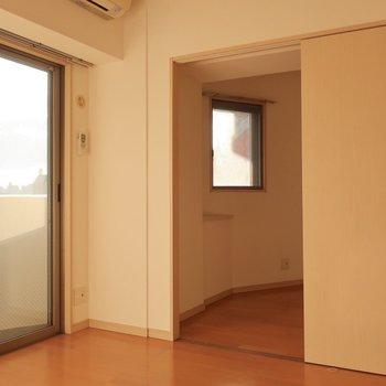 お隣には3帖とちょっとコンパクトな洋室があります