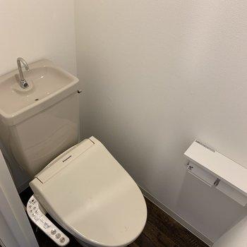 ちょうどいい広さのトイレ。