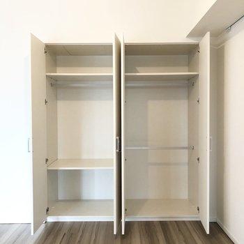 棚の高さが違うので用途に合わせて使い分けられます。※写真は2階の同間取り別部屋のものです