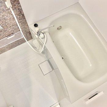 洗い場もゆったり。追い炊き機能で遅い時間の入浴でも温まりましょう。※写真は3階の反転間取り別部屋のものです