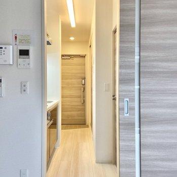 廊下を見てみましょう。※写真は3階の反転間取り別部屋のものです