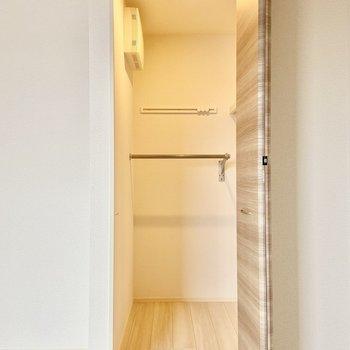 こちらはウォークインクローゼットです。※写真は3階の反転間取り別部屋のものです