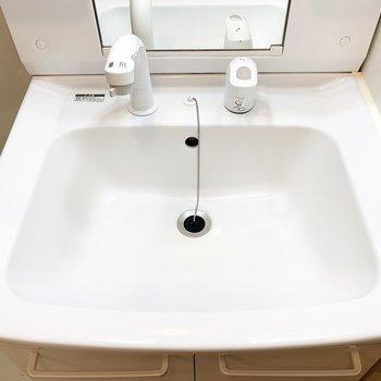 シンプルな洗面台で使い勝手が良さそうです。
