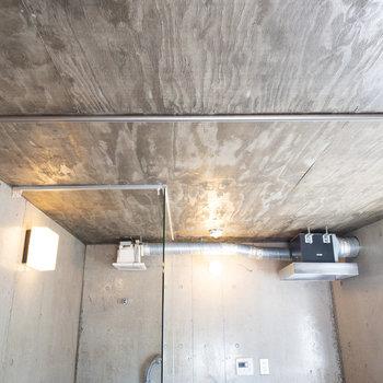 天井にはカーテンレールが付いているので来客時も安心。