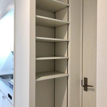 シューズボックスは洗濯機置場前に!使っていないうところはストック置場にしてもいいですね!(※写真は2階同間取り別部屋のものです)