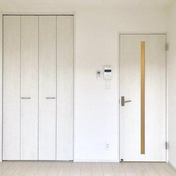 建具も白っぽく統一感◎(※写真は2階同間取り別部屋のものです)
