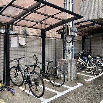 自転車置場も屋根付き!