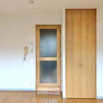 ナチュラルで優しいお部屋。この扉がアクセントでかわいい。(※写真は清掃前です)