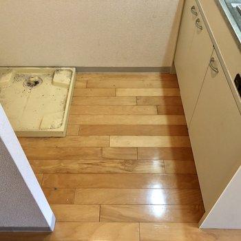 キッチンはこの広さ。後ろに冷蔵庫置けます。(※写真は清掃前です)