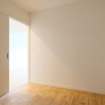 引き戸の入り口なので、スペースも有効に使えます!