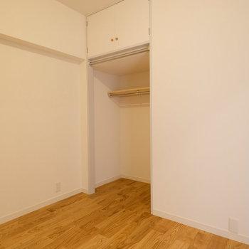 4.5畳ののお部屋にはオープンクローゼットも完備。